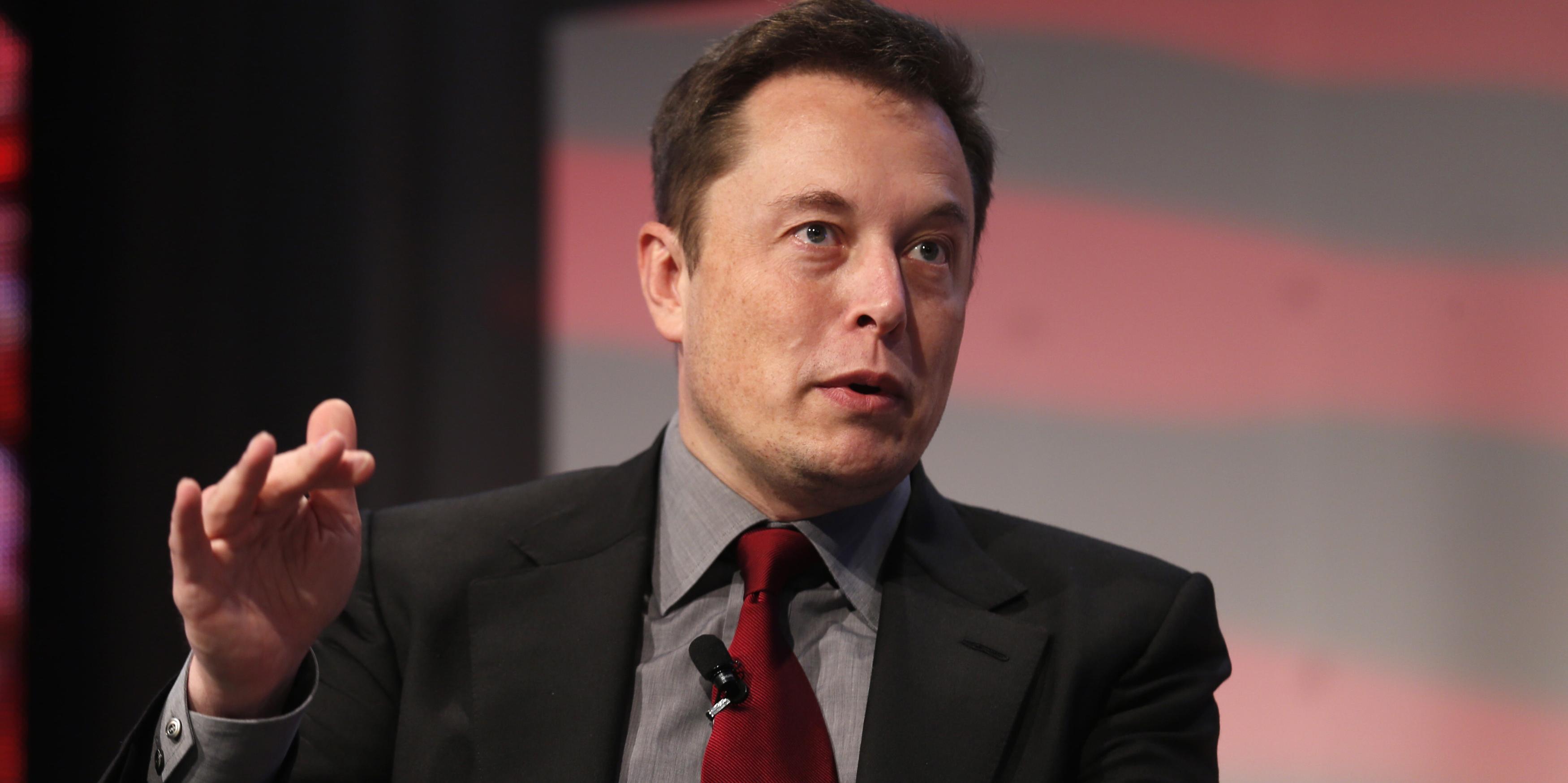 Tesla baja pese a que Musk asegura que no hay problemas con la demanda