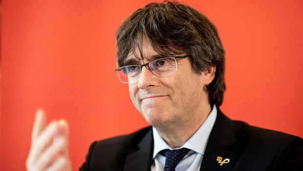 ep 03 june 2019 hamburg catalan separatist leader carles puigdemont speaks duringpress conference inhotel complex about the situation in his home country beforepanel discussion with bundestag member zaklin nastic of the left photo christian ch