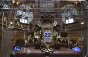 ep archivo - calendario colocado en el palacio de la bolsa en madrid espana a 22 de enero de 2021
