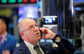 trader-observa-movimientos-mercados