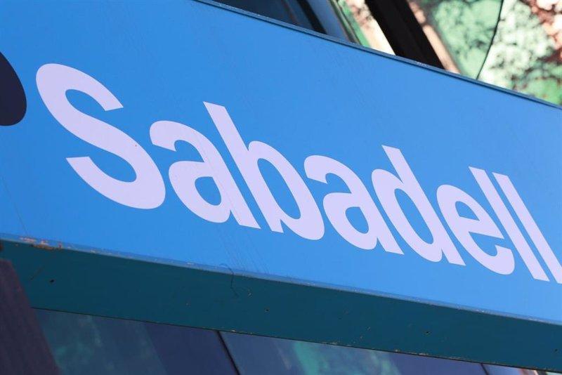 Sabadell gana un 51,5% más en el primer semestre y anuncia un pay-out del 30%