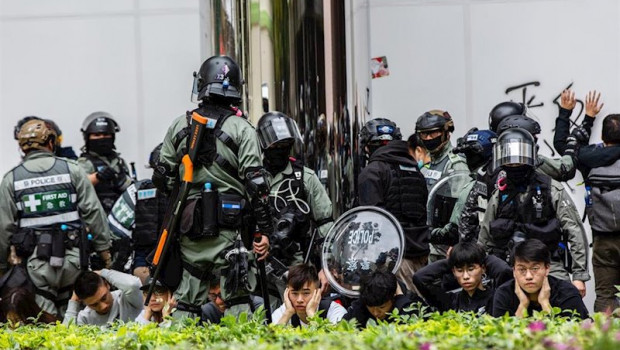 ep 05 january 2020 china hong kong riot police arrest protesters during a protest against parallel