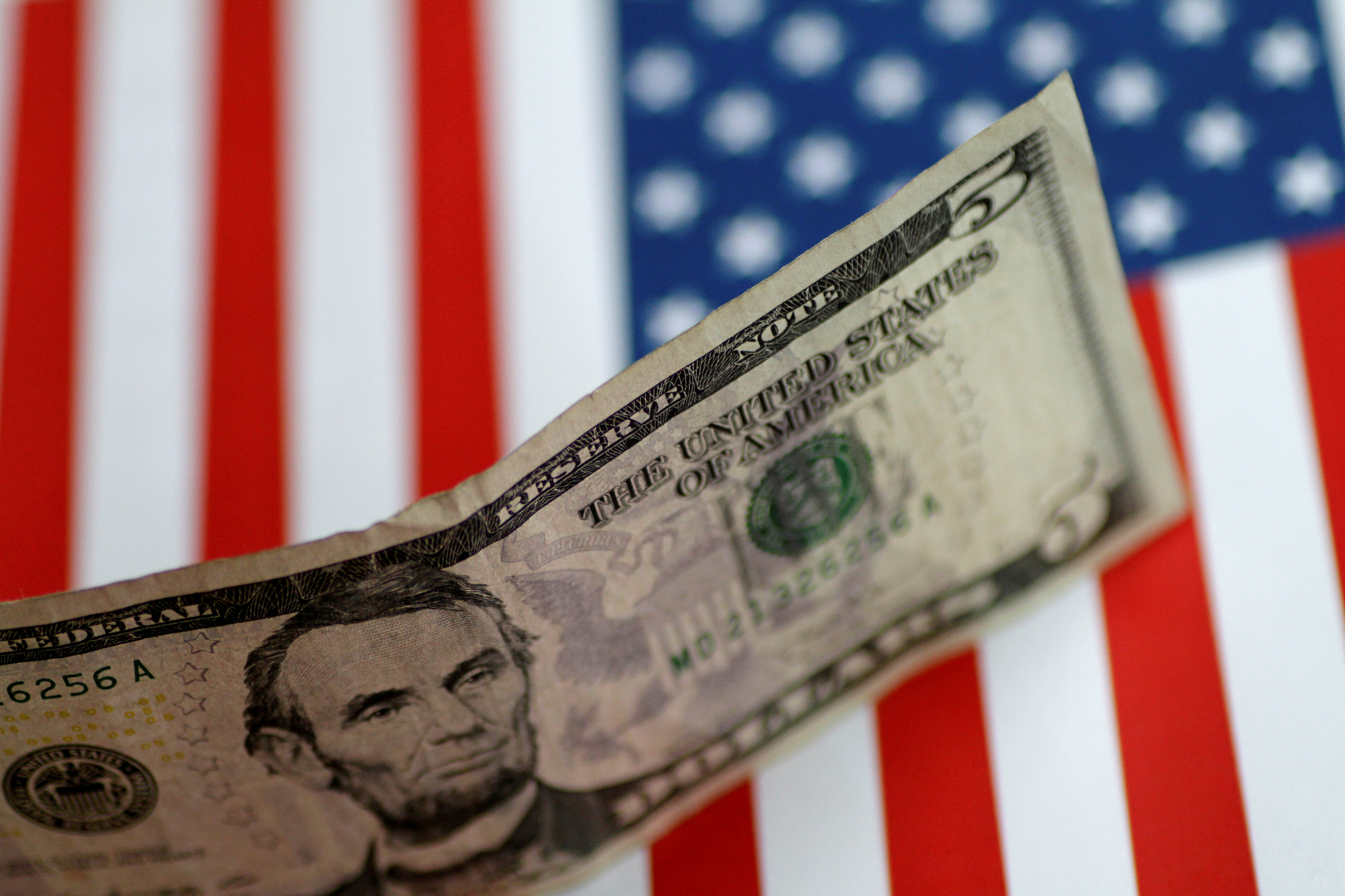dollar-fed-taux-monnaie-crise-monetaire-fmi-billet-drapeau