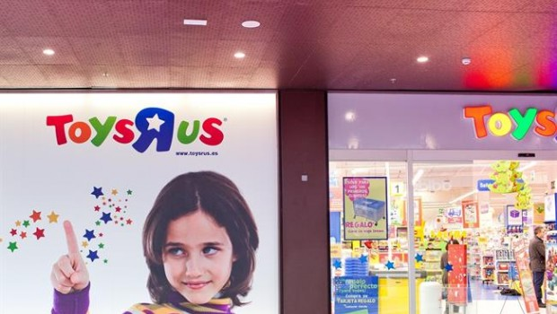 Toys R Us holds last-minute talks with pensions body