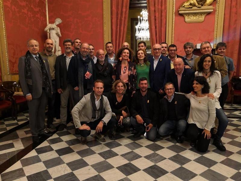 https://img4.s3wfg.com/web/img/images_uploaded/2/7/ep_la_candidaturalancla_cmerabarcelona_aconsegueix_32_representants40_segons_els_seus_clculs_provisionals.jpg