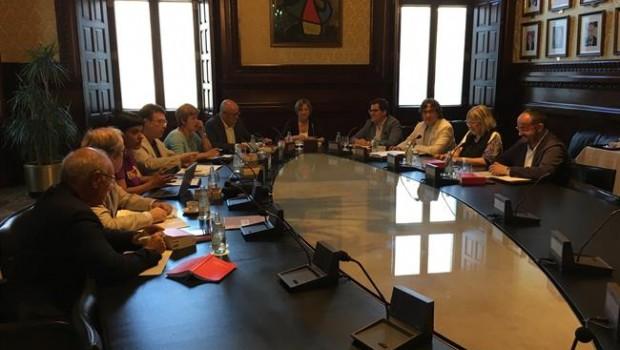 La mesa del parlament deja en el aire si se delega el voto for Mesa parlament