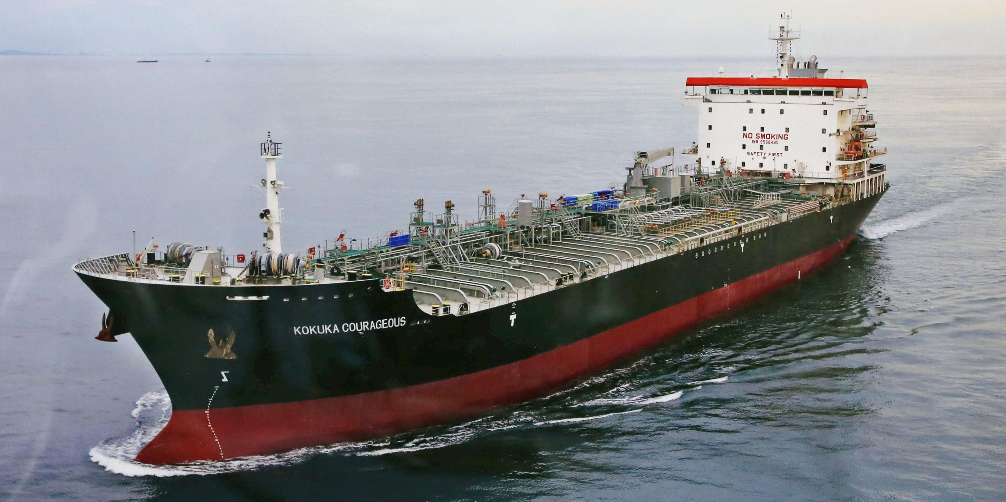 petroliers-le-kokuta-courageous-au-mouillage-au-large-des-emirats