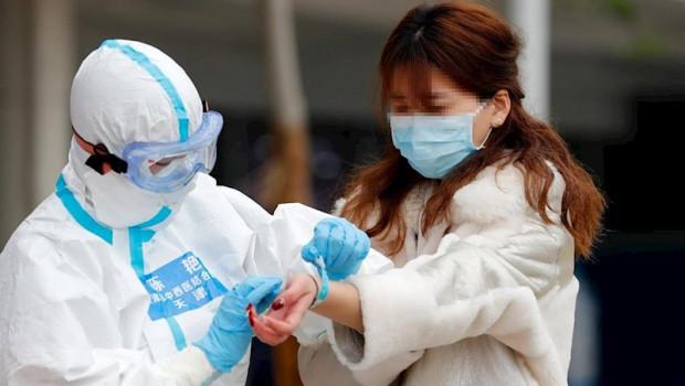 ep un paciente recuperado es dado de alta del hospital temporal de wuhan provincia de hubei 26 de