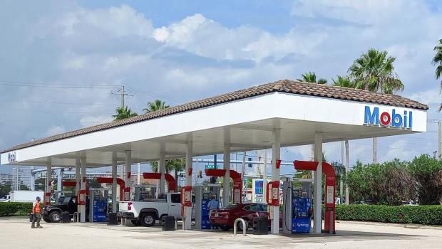 exxon mobil dl crude wti oil us energy gas station retail 3