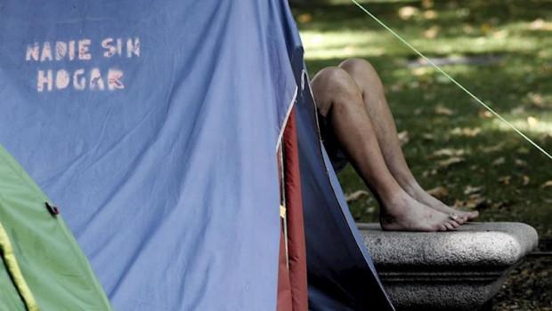 ep uno de los casi 80 acampados sin techo que pernoctaron en verano en el paseo del prado para pedir