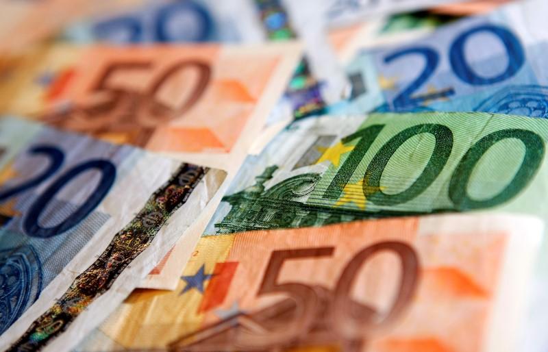 comptes-courants-deficitaires-de-0-9-milliard-d-euros-en-octobre