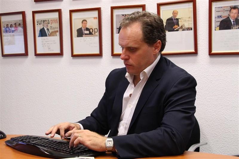 https://img4.s3wfg.com/web/img/images_uploaded/5/8/ep_28a-lacalle_pp_defiendefichajegente_ajenala_politica_los_ciudada.jpg