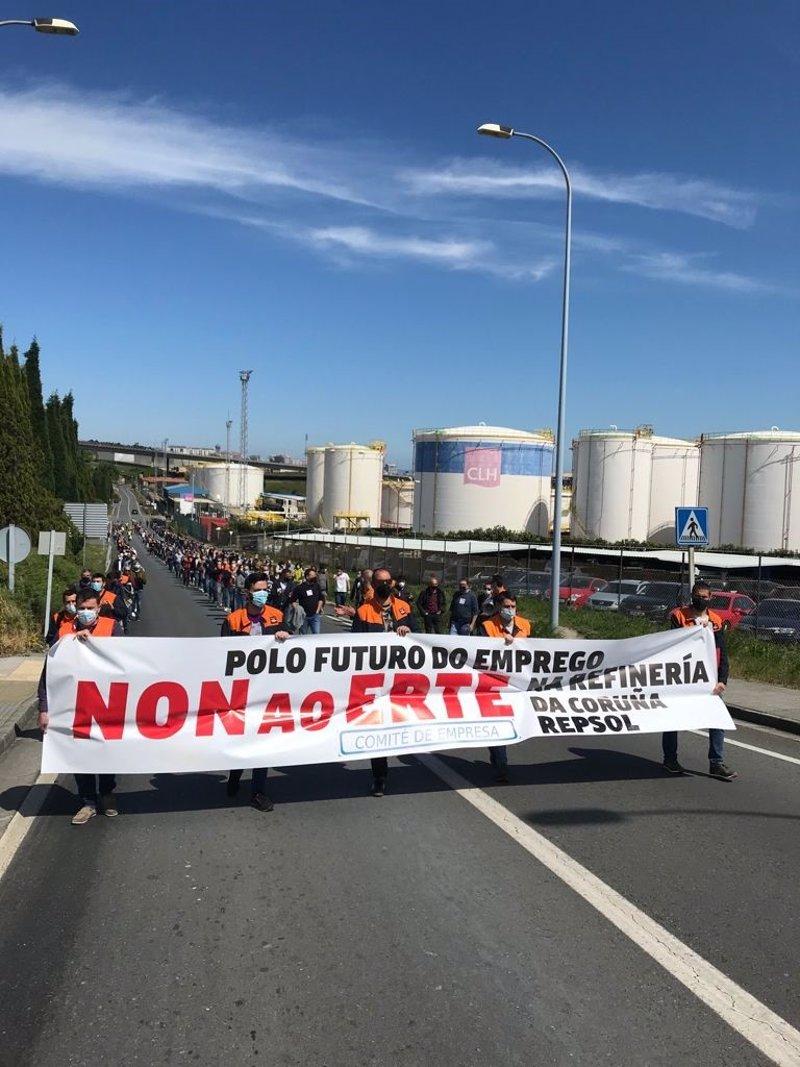 https://img4.s3wfg.com/web/img/images_uploaded/5/8/ep_manifestacion_de_trabajadores_de_la_refineria_de_a_coruna_en_rechazo_al_erte.jpg