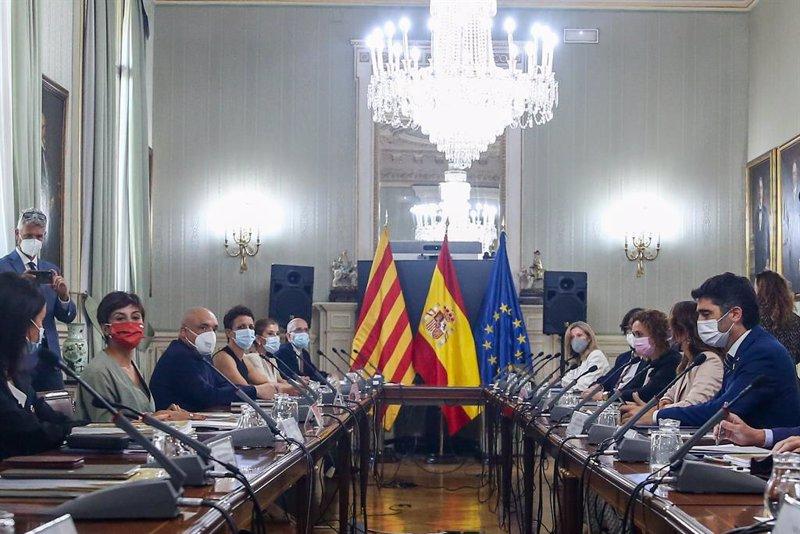 https://img4.s3wfg.com/web/img/images_uploaded/5/8/ep_vista_general_de_los_asistentes_que_participan_en_la_comision_bilateral_generalitat_de_catalunya.jpg