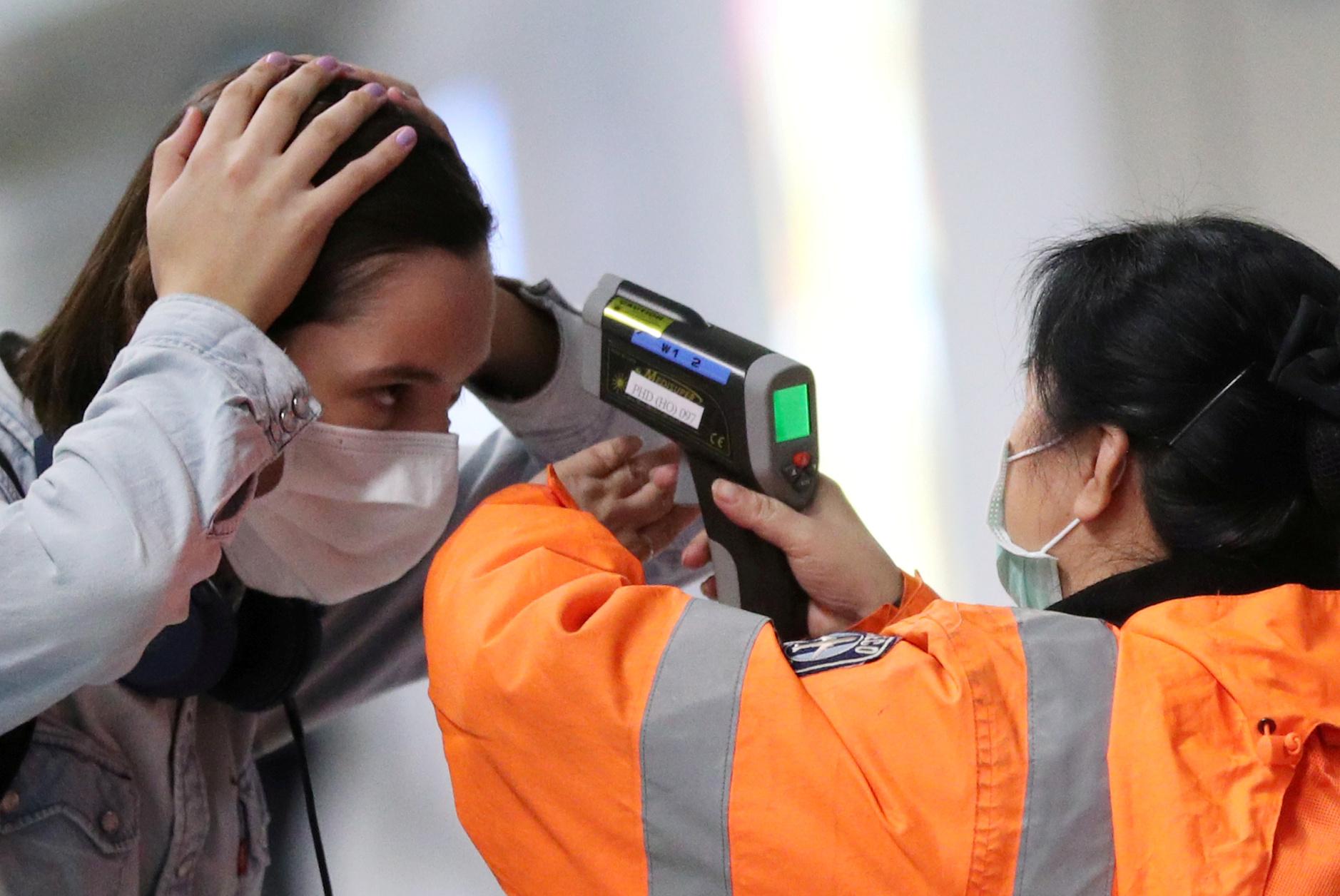 controle-temperature-coronavirus-covid-19-aeroport-hong-kong-chine 20200504143925