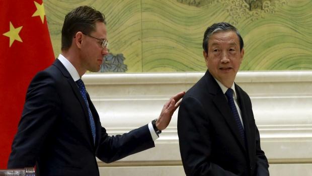 jyrki-katainen-2015-09-28-ma-kai-commission-europeenne-vice-premier-ministre-chine-europe-silk-road-dialogue-economique-et-commercial