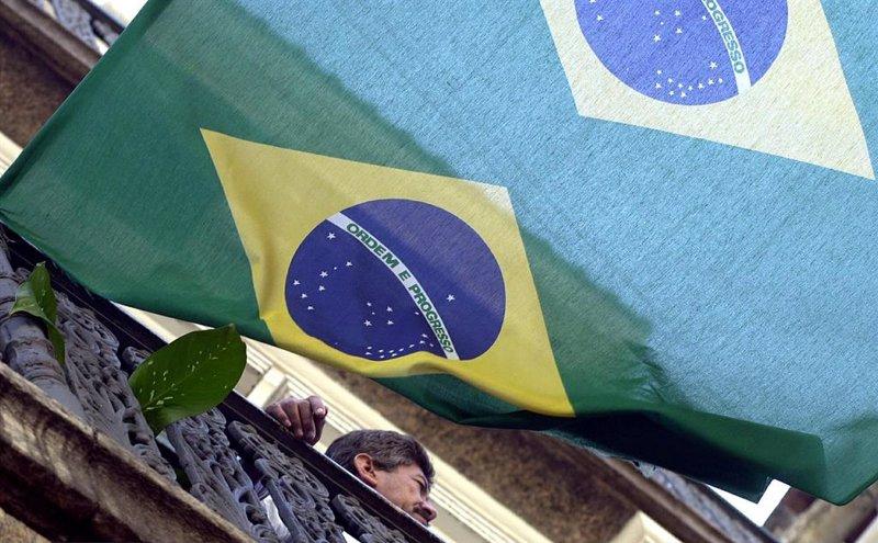 https://img4.s3wfg.com/web/img/images_uploaded/7/4/ep_bandera_de_brasil_imagen_de_archivo.jpg