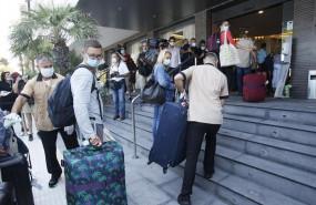 ep turistas alemanes llegando a su hotel en el primer dia del proyecto piloto de reapertura del