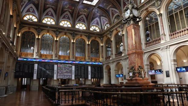 ep archivo   interior del palacio de la bolsa con paneles con valores del ibex 35 en madrid espana