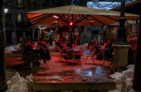 ep la terraza de un restaurante el dia en el que se adelanta el cierre de hosteleria a las 2200h en