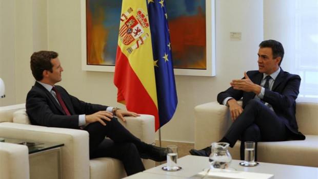Resultado de imagen de Sánchez pide a Casado y Rivera que se abstengan en su investidura