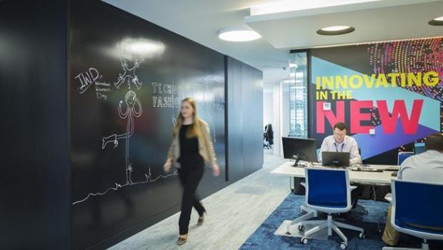 Econom a empresas telef nica selecciona a accenture para reformar su experiencia de cliente en - Oficina hacienda barcelona ...