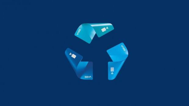 ep archivo   ilustracion de tarjetas recicladas de bbva