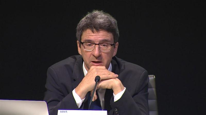 https://img4.s3wfg.com/web/img/images_uploaded/9/e/ep_directorbbva_researcheconomista_jefegrupo_bbva_jorge_sicilia_duranteintervencionla_presentacionla_nueva_edicioninforme_situacion_espana.jpg