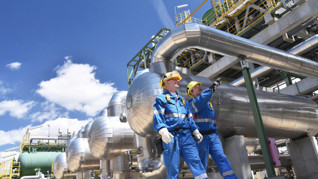grupo-trabajadores-industriales-refineria
