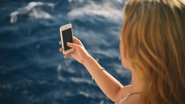 ep menor usando smartphonevacaciones
