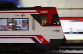 ep un tren llega a la estacion de renfe de nuevos ministerios