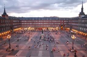 plaza mayor, madrid, turistas