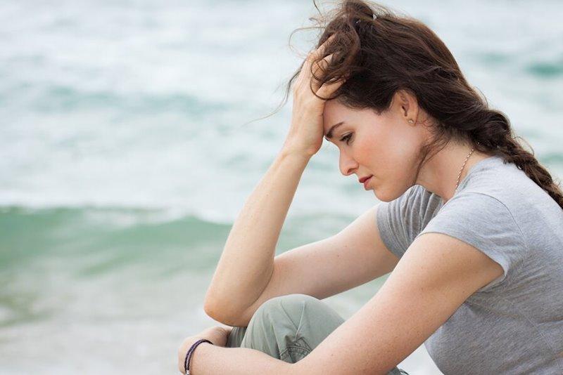ep mujer cansada trsite pensativa