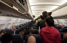 pasajeros en un avion