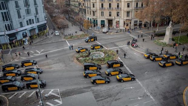ep els taxistes de barcelona tallen la gran via