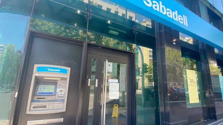 ep una oficina del banco sabadell en madrid espana