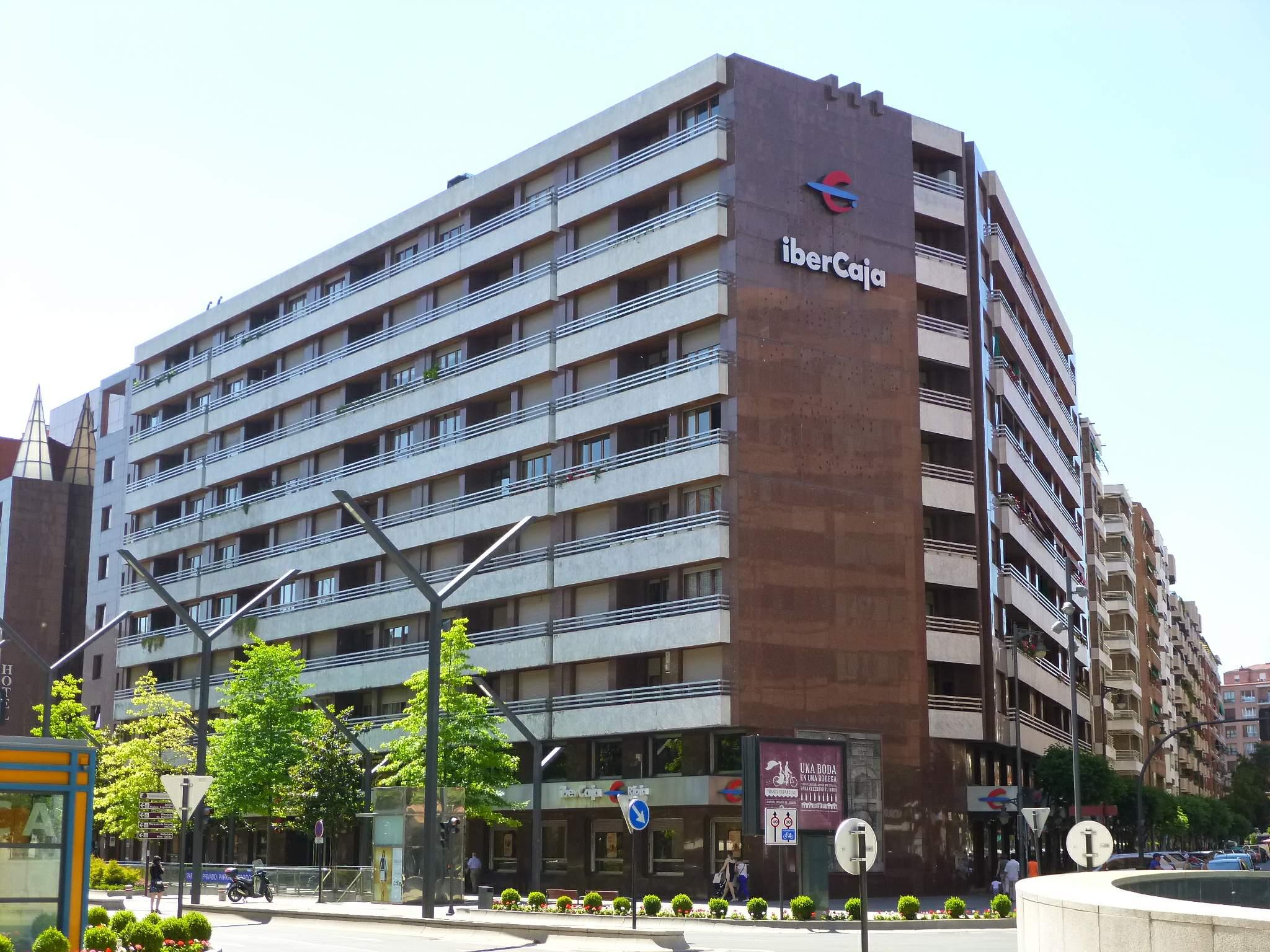 Ibercaja encarga la venta de sus activos inmobiliarios por for Oficina endesa sabadell