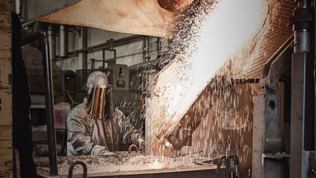 rhi magnesita industrial worker