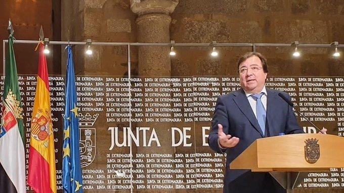 Extremadura cambia el protocolo para vacunar a altos cargos junto a sanitarios