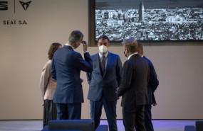 ep el presidente del gobierno pedro sanchez c conversa con el rey felipe vi i en un acto realizado